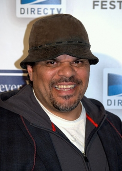 Stalking Ex-Housesitter Agrees to Stay Away from Luis Guzman
