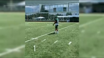 VIRAL: American Football: Holmes shows off catching skills for Jets