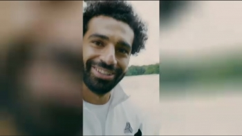 VIRAL: Football: Can Mo Salah walk on water?
