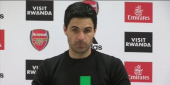 Arteta trying to remind Ozil of defensive duties