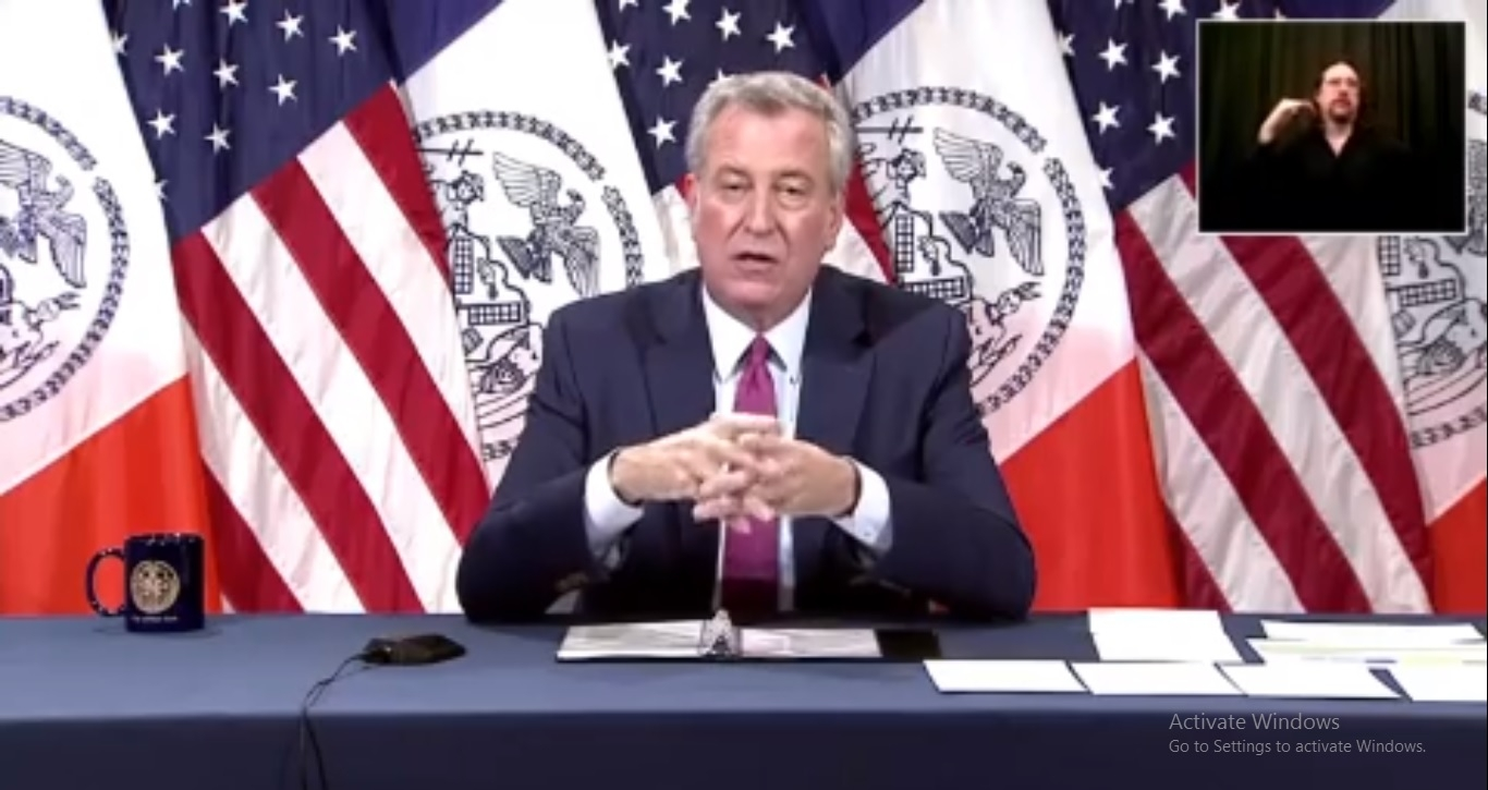 De Blasio postpones indoor dining in NYC