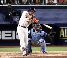 MLB: Houston Astros Re-Sign Free Agent Outfielder Michael Brantley
