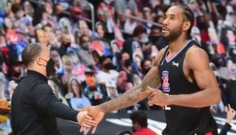 NBA Playoffs: Injured Kawhi Leonard 'Engaged' With Los Angeles Clippers Ahead of Game 2 Against the Phoenix Suns